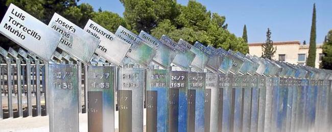 Un memorial en el cementerio de torrero recordar a las for Cementerio jardin memorial