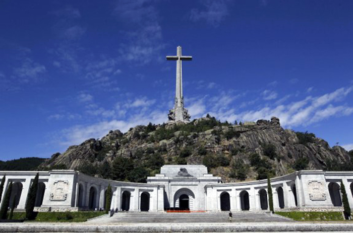 DOCU_GRUPO Visitors walk at El Valle de los Caidos (The Valley of the Fallen), the  giant mausoleum holding the remains of dictator Francisco Franco, in Madrid