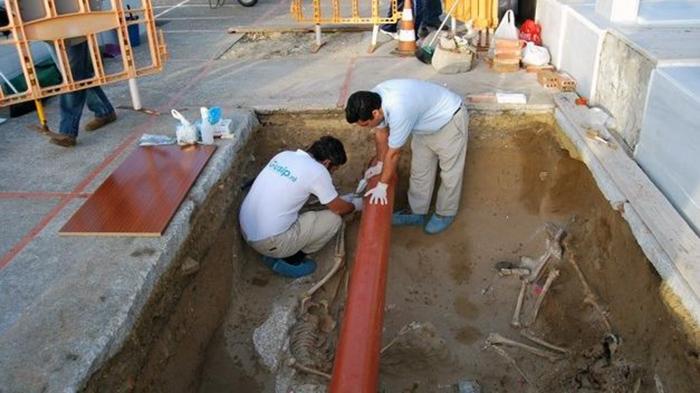 Reanudada-franquista-cementerio-Puerto-Real_TINIMA20141023_0955_5