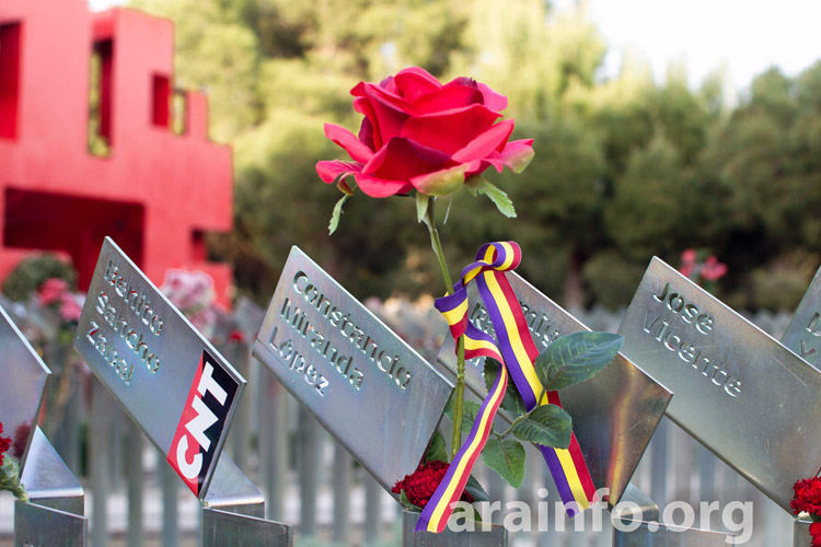 Cementerio-Torrero-Homenaje-Victimas-del-franquismo-Foto-Pablo-Ibañez-ARAINFO-9r