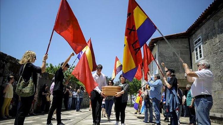 restos-guerrillero-antifranquista-descansan-Xinzo_EDIIMA20150607_0319_4