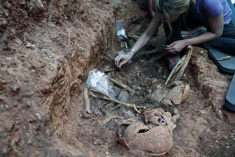 tumba-muertos-de-la-Guerra-Civil-600x400