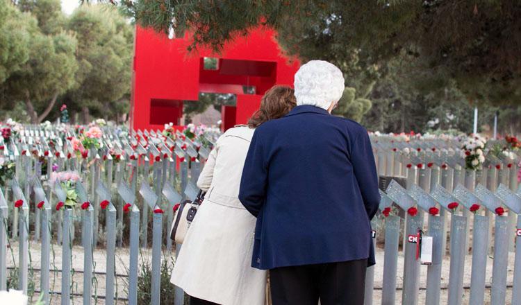 Cementerio-Torrero-Homenaje-Victimas-del-franquismo-Foto-Pablo-Ibañez-ARAINFO-26-r-e1449839232217