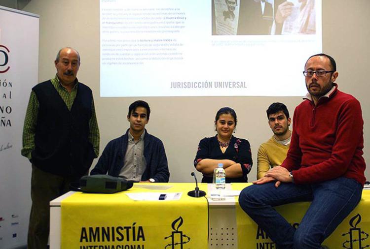 amnistia-internacional-luis-garcia-y-activistas-700x472