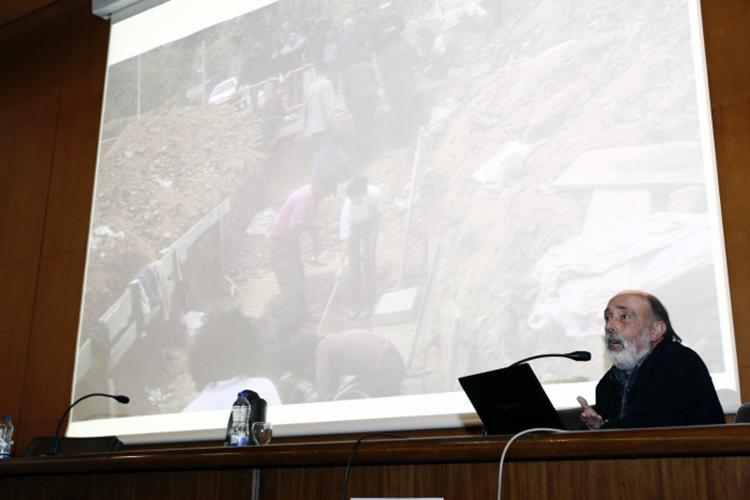 Francisco-Etxebarría-Gabilondo-antropólogo-forense-y-profesor-de-la-Universidad-del-País-Vasco-en-un-momento-de-la-conferencia-que-impartió-en-la-Facultad-de-Geografía-e-Historia.-700x467