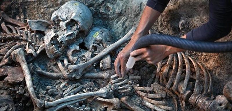 13 06 08  Treballs dA exhumaci   de la fossa de Gurb  foto Marc Vila