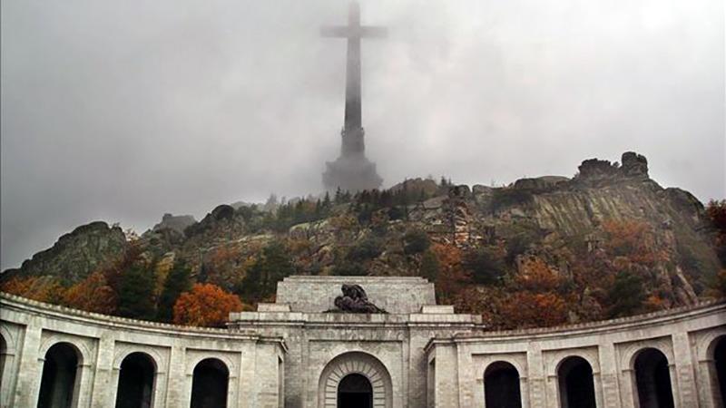 Espana-vive-serenidad-muerte-Franco_EDIIMA20151120_0168_4