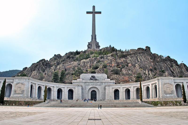 Valle_de_los_Caídos_San_Lorenzo_de_El_Escorial_02-e1470327172115