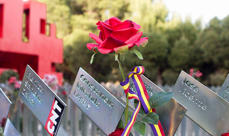 cementerio-torrero-homenaje-victimas-del-franquismo-foto-pablo-ibanez-arainfo-9r2