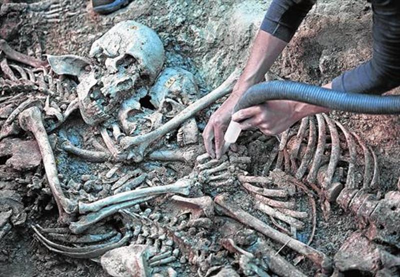 trabajos-exhumacion-una-fosa-comun-guerra-civil-municipio-gurb-osona-1460844709882