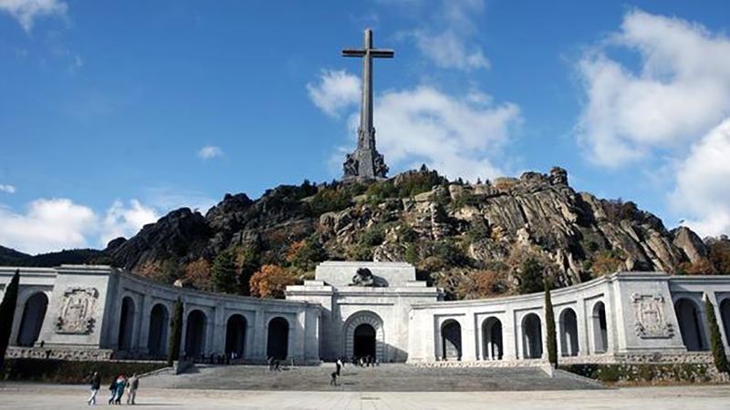 exhumacion-victimas-monumento-emblematico-franquismo_ediima20160510_0623_18